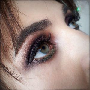 Макияж для зеленых глаз крупным планом